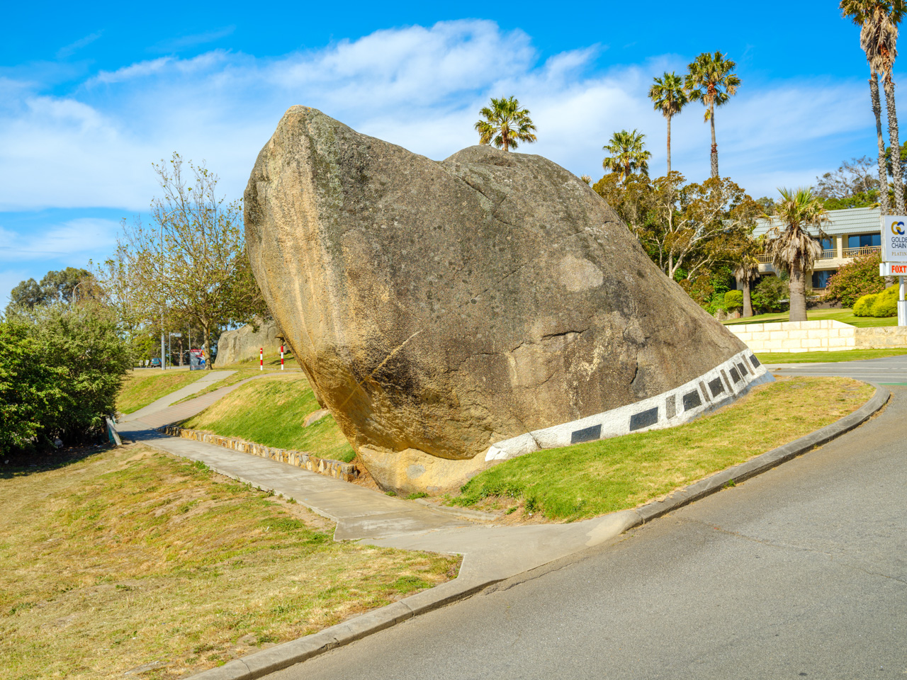 The Dog Rock, Albany